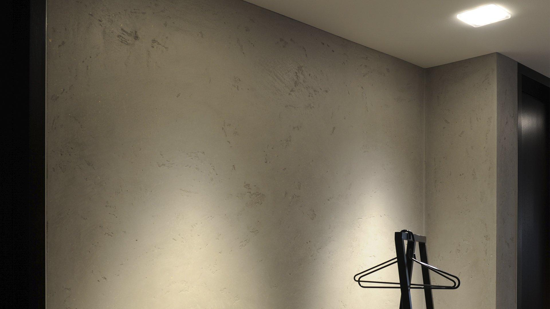 Detailaufnahme Lichtfall der Deckeneinbauleuchten im Eingangsbereich